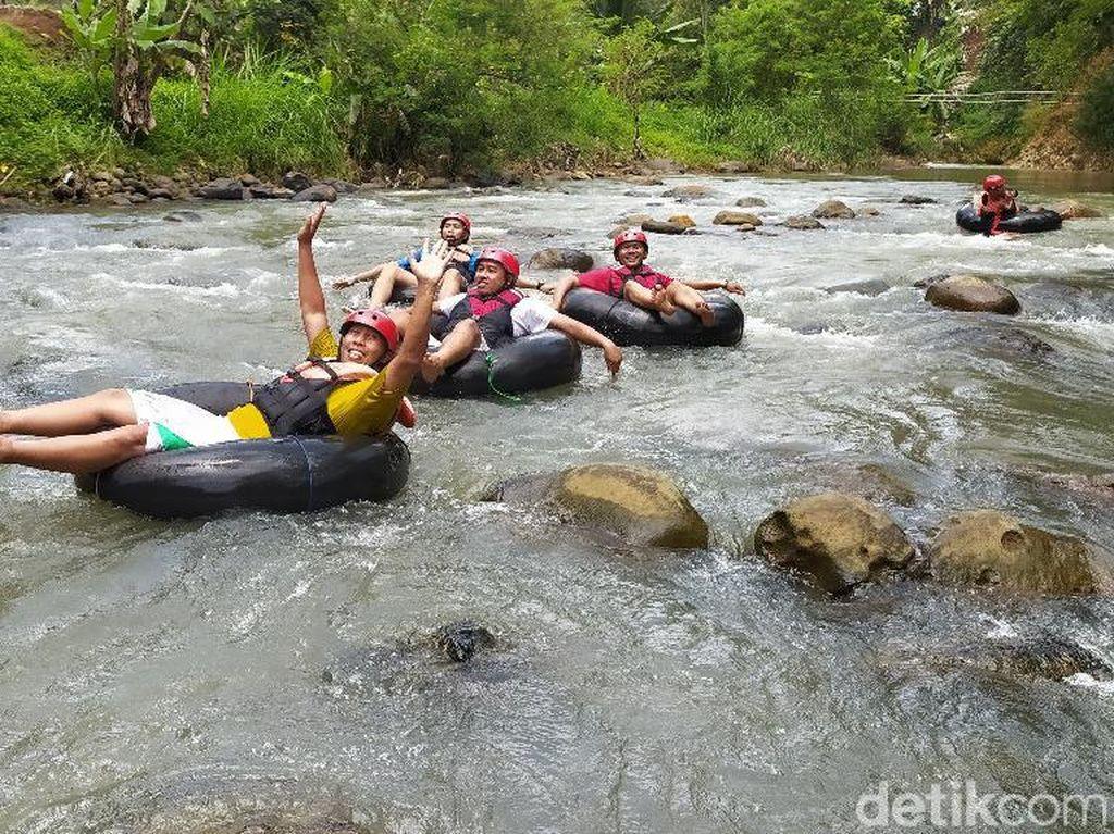 Seru! Pacu Adrenalin di Sedekan River Tubing yang Lagi Hits