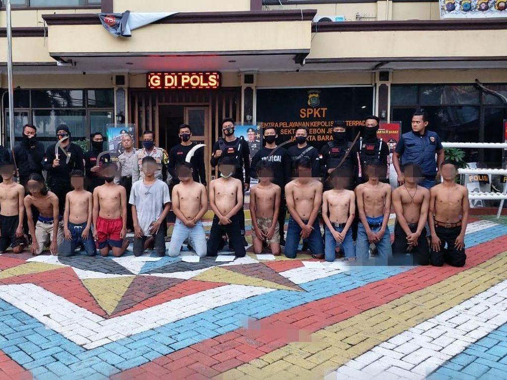 13 Pemuda Ditangkap Usai Tawuran di Kebon Jeruk, Celurit-Samurai Disita