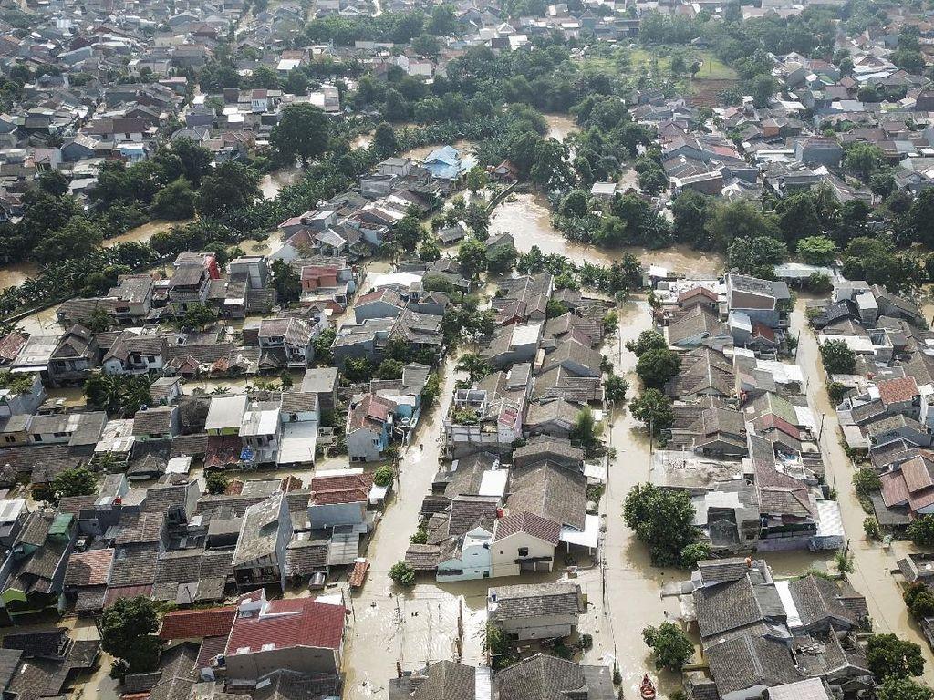 Detik-detik Banjir Kiriman Genangi Villa Jatirasa Bekasi Saat Tengah Malam