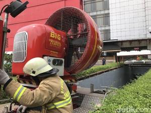 Ini Kendala Damkar Saat Padamkan Kebakaran di Basement Pasaraya Manggarai