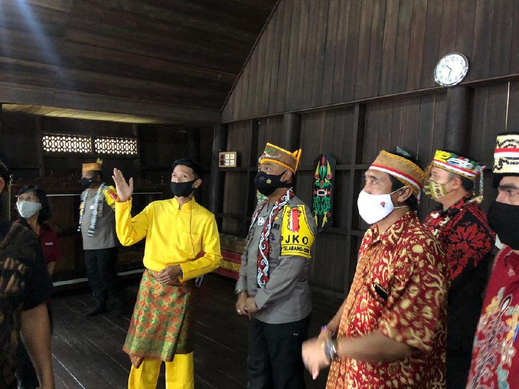 Lestarikan Budaya Dayak, Polda Kalteng Renovasi Rumah Adat