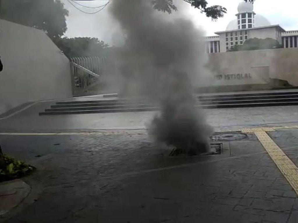 Kepulan Asap Terjadi di Gorong-gorong Dekat Istiqlal Akibat Korsleting