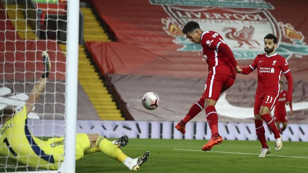 Liverpool's Roberto Firmino taps in to score his sides first goal of the game during the English Premier League soccer match between Liverpool and Sheffield United at Anfield in Liverpool, England, Saturday, Oct. 24, 2020. (Michael Steele/Pool via AP)