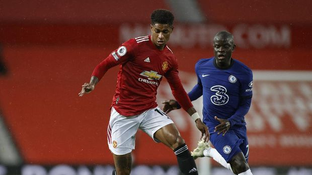 Manchester United's Marcus Rashford, left, duels for the ball with Chelsea's N'Golo Kante during the English Premier League soccer match between Manchester United and Chelsea, at the Old Trafford stadium in Manchester, England, Saturday, Oct. 24, 2020. (Phil Noble/Pool via AP)