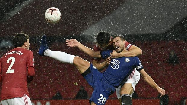 Chelsea's Cesar Azpilicueta, front right, duels for the ball with Manchester United's Harry Maguire during the English Premier League soccer match between Manchester United and Chelsea, at the Old Trafford stadium in Manchester, England, Saturday, Oct. 24, 2020. (Oli Scarff/Pool via AP)