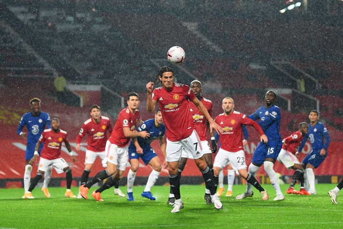 MANCHESTER, ENGLAND - OCTOBER 24: Edinson Cavani of Manchester United clears a ball during the Premier League match between Manchester United and Chelsea at Old Trafford on October 24, 2020 in Manchester, England. Sporting stadiums around the UK remain under strict restrictions due to the Coronavirus Pandemic as Government social distancing laws prohibit fans inside venues resulting in games being played behind closed doors. (Photo by Michael Regan/Getty Images)
