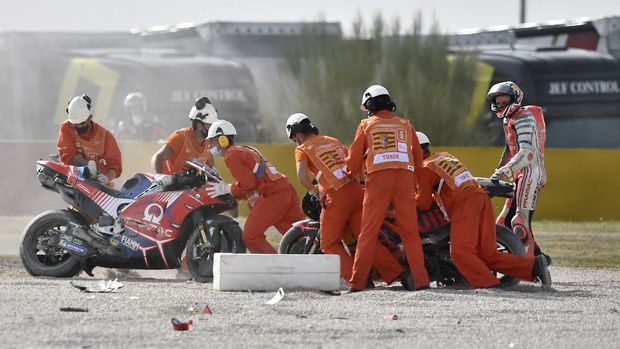 Australian rider Jack Miller of the Pramac Racing holds his hands after crashing in the MotoGP race during the Motorcycle Grand Prix of Teruel in Alcaniz, Spain, Sunday, Oct. 25, 2020. (AP Photo/Jose Breton)