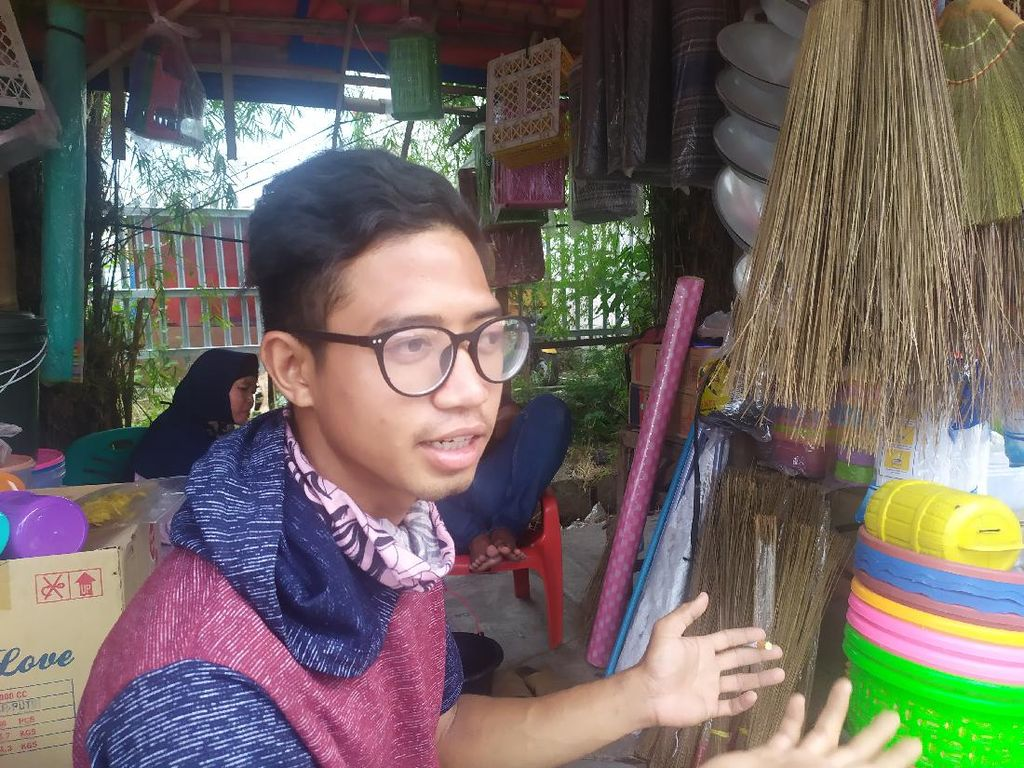 Curhat Pedagang Terdampak Puting Beliung Bekasi: Panci Hilang-Ember Gelinding