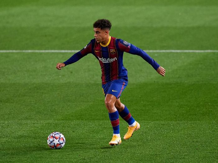 BARCELONA, SPAIN - OCTOBER 20: Philippe Coutinho of FC Barcelona runs with the ball during the UEFA Champions League Group G stage match between FC Barcelona and Ferencvaros Budapest at Camp Nou on October 20, 2020 in Barcelona, Spain. (Photo by Alex Caparros/Getty Images)