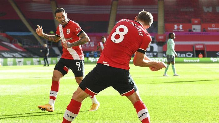 Southamptons James Ward-Prowse, right, celebrates with Southamptons Danny Ings after scoring his sides opening goal during an English Premier League soccer match between Southampton and Everton at the St. Marys stadium in Southampton, England, Sunday Oct. 25, 2020. (Andy Rain/Pool via AP)