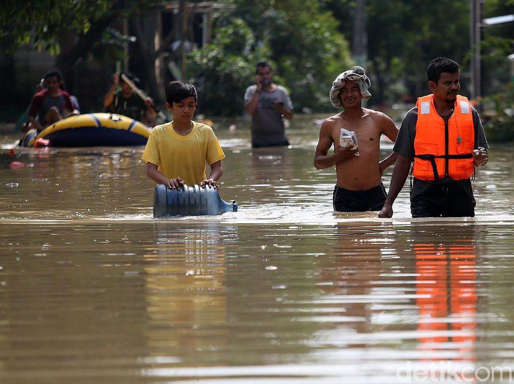 Terkini! Potret Banjir di Villa Jatirasa Bekasi