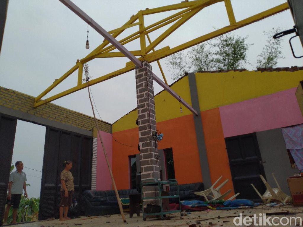 Angin Kencang Rusak Puluhan Rumah dan Fasilitas Umum di Mojokerto