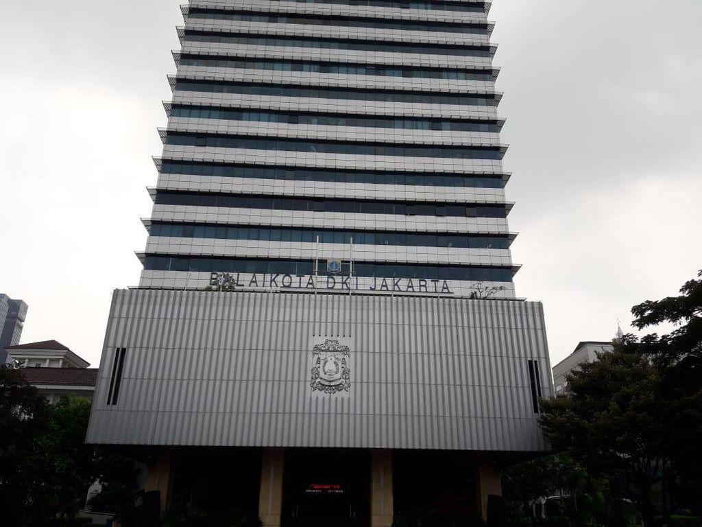 Wanita yang Mau Bakar Balai Kota DKI Ngaku Presiden, Ingin Ketemu Anies
