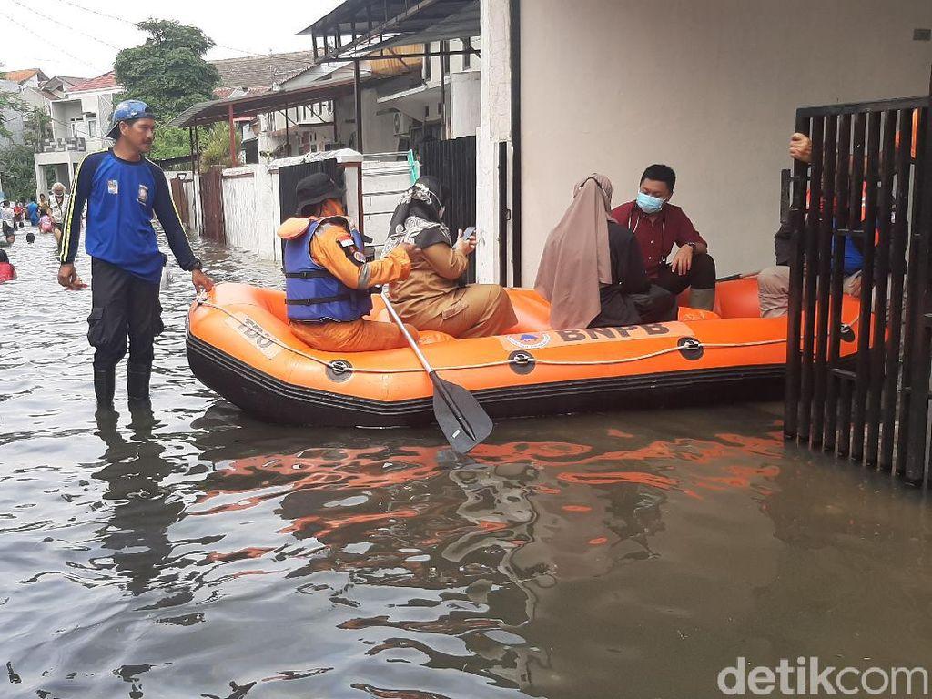 Video Belum Surut, Banjir di Griya Cimanggu Bogor Makin Meluas!