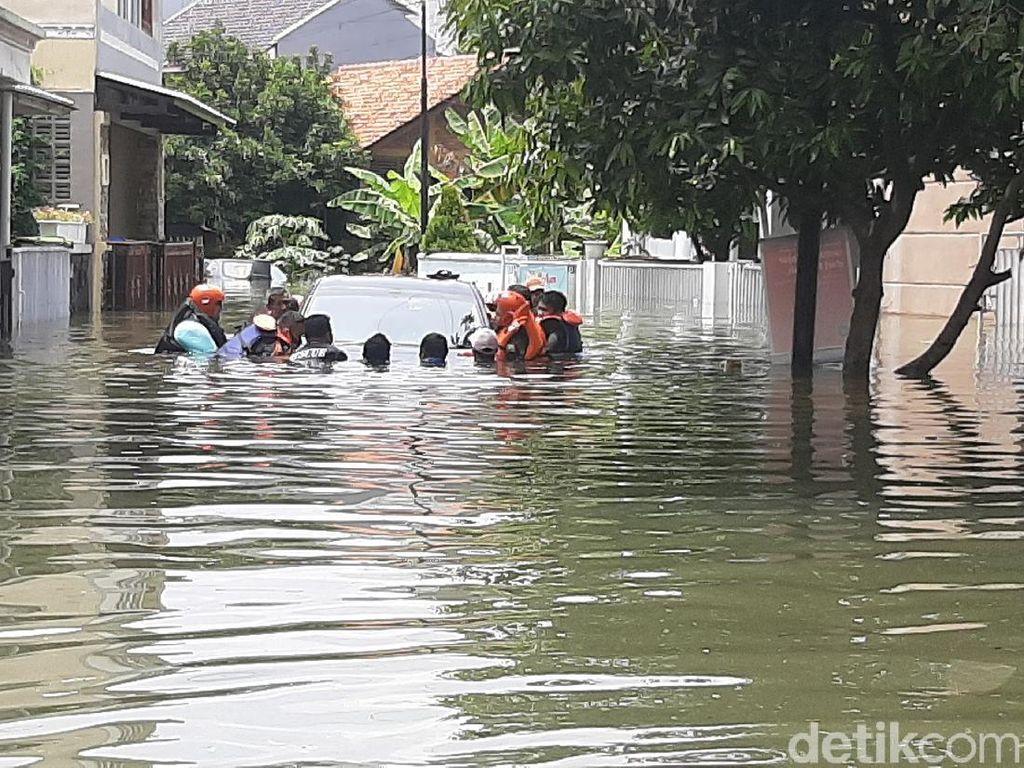 Alat Berat Diturunkan, Banjir Griya Cimanggu Indah Bogor Belum Juga Surut