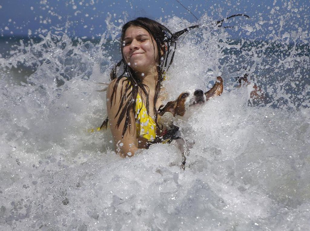 Corona Melandai, Pantai Venezuela Ramai Lagi