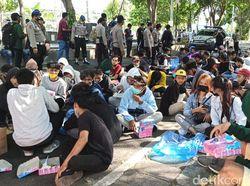 Demo Omnibus Law di Banyuwangi, Pedemo Diajak Makan Nasi Kotak
