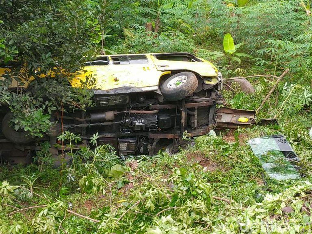 Mobil Terjun ke Jurang di Ciamis, 1 Penumpang Tewas