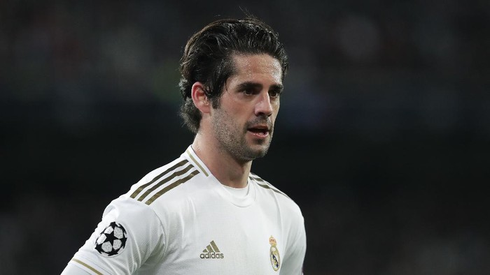 MADRID, SPAIN - FEBRUARY 26: Francisco Roman Alarcon alias Isco of Real Madrid CF reacts during the UEFA Champions League round of 16 first leg match between Real Madrid and Manchester City at Bernabeu on February 26, 2020 in Madrid, Spain. (Photo by Gonzalo Arroyo Moreno/Getty Images)
