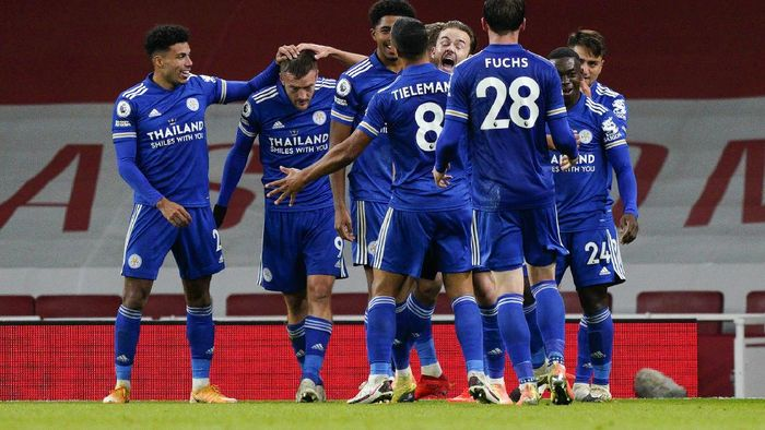 Leicesters Jamie Vardy, second left, is congratulated by teammates after scoring his teams first goal during the English Premier League soccer match between Arsenal and Leicester City at Emirates Stadium in London, England, Sunday, Oct. 25, 2020. (Will Oliver/Pool via AP)