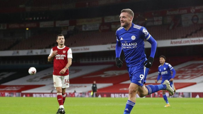 Leicesters Jamie Vardy celebrates after scoring his teams first goal during the English Premier League soccer match between Arsenal and Leicester City at Emirates Stadium in London, England, Sunday, Oct. 25, 2020. (Catherine Ivill/Pool via AP)