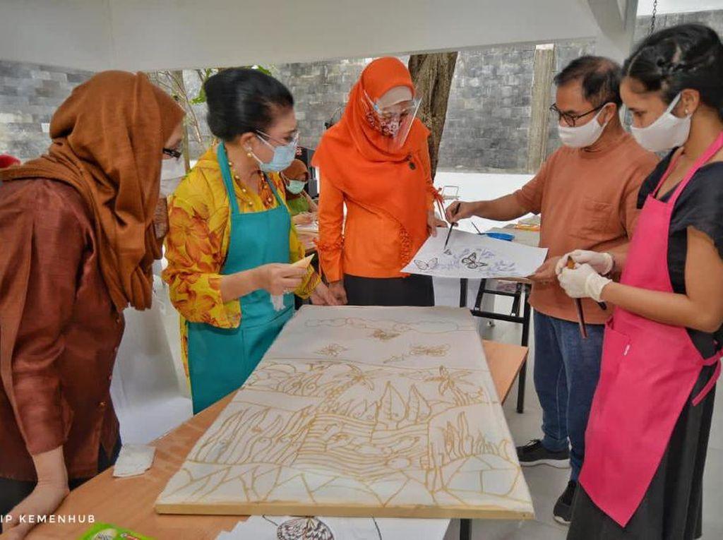 Inovasi Kemenhub & Dekranas Manfaatkan Asam Jawa untuk Membatik