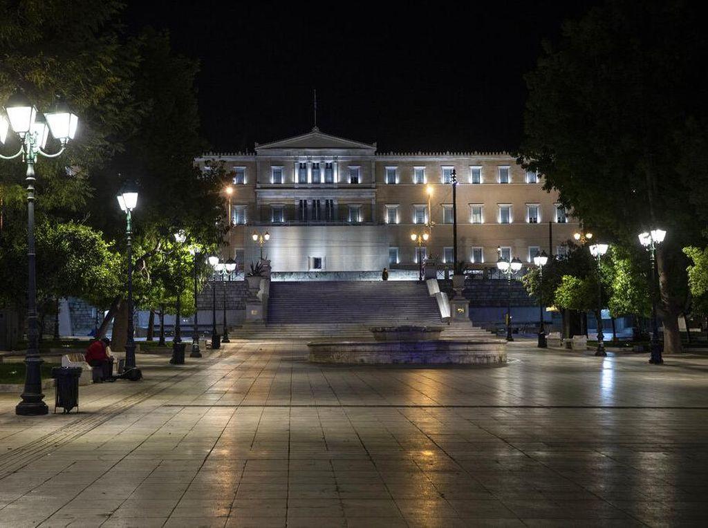 Begini Lengangnya Yunani saat Jam Malam