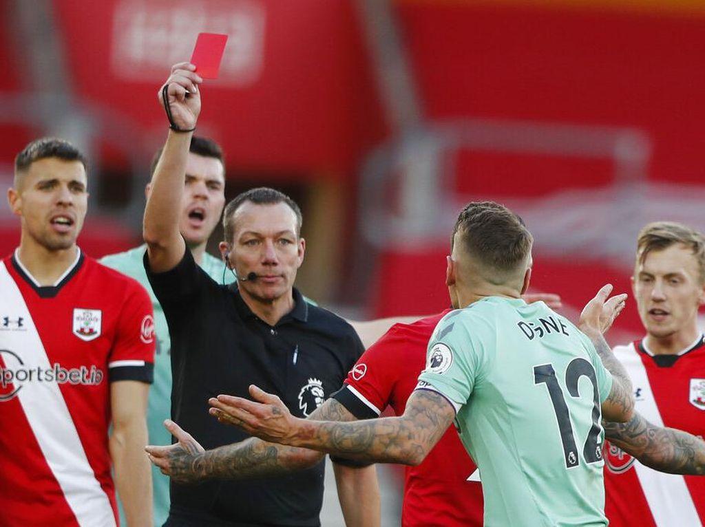 Lucas Digne Kena Kartu Merah, Fans Liverpool Bilang Karma