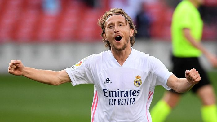 BARCELONA, SPAIN - OCTOBER 24: Luka Modric of Real Madrid  celebrates after scoring his teams third goal  during the La Liga Santander match between FC Barcelona and Real Madrid at Camp Nou on October 24, 2020 in Barcelona, Spain. Sporting stadiums around Spain remain under strict restrictions due to the Coronavirus Pandemic as Government social distancing laws prohibit fans inside venues resulting in games being played behind closed doors. (Photo by Alex Caparros/Getty Images)