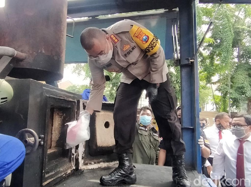 79 Kg Sabu hingga Belasan Ribu Pil Ekstasi Dimusnahkan di Surabaya