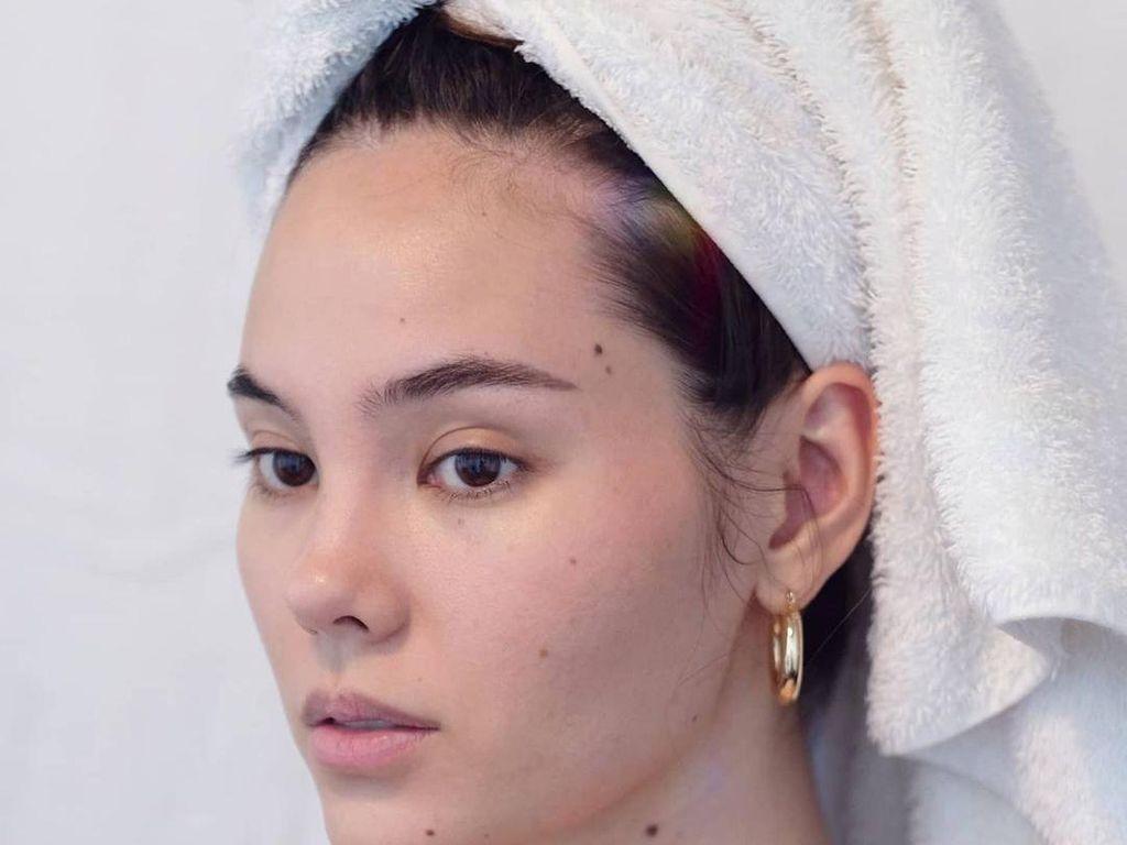 10 Wajah Polos Ratu Kecantikan Saat Tak Pakai Makeup