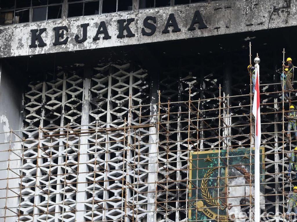 Usai Diperiksa, 3 Tersangka Baru Kebakaran Kejagung Tak Ditahan