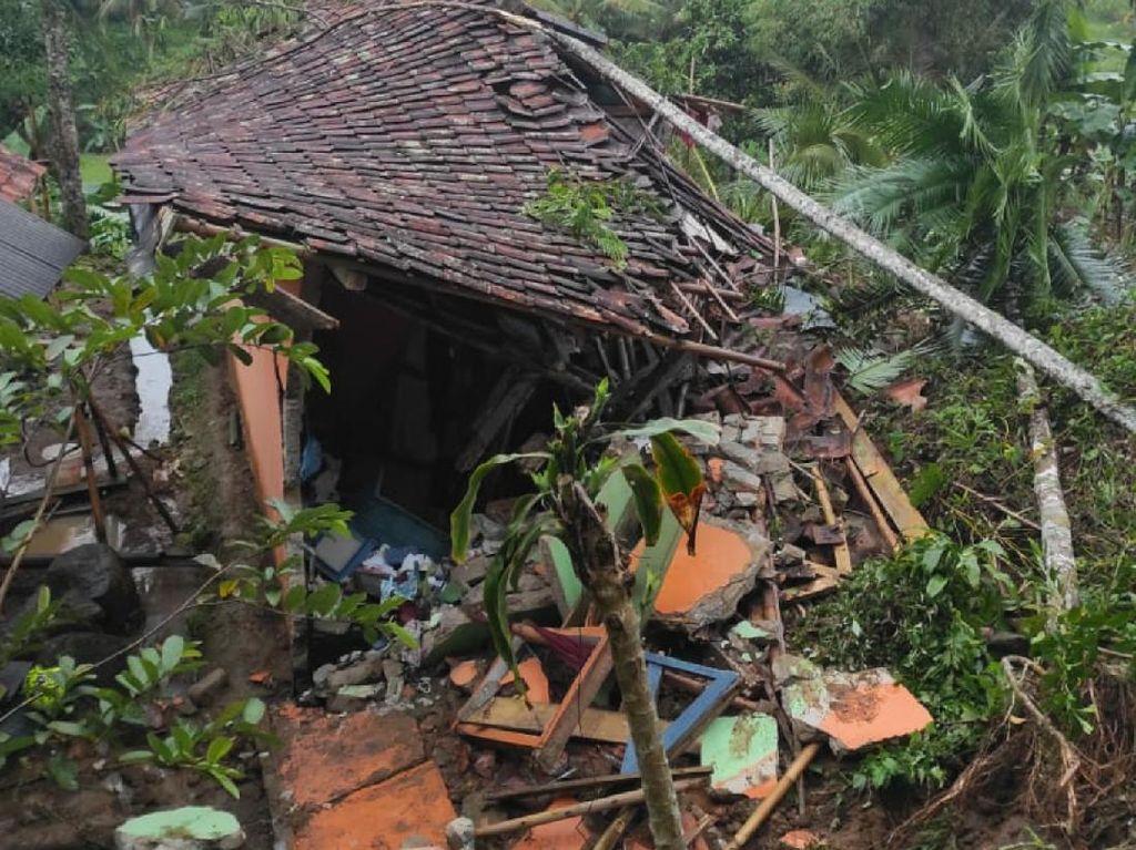 6 Rumah dan 1 Musala Rusak Akibat Sawah Longsor di Sukabumi