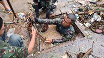 Video Heroik Serka Erik Bersihkan Sampah di Gorong-gorong