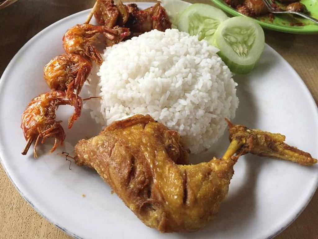 Kalori Ayam Goreng Bagian Paha dan Dada, Mana yang Lebih Besar?