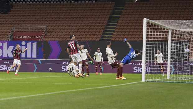 AC Milan's Alexis Saelemaekers, left, scores his side's 2nd goal during the Serie A soccer match between AC Milan and Roma at the Milan San Siro Stadium, Italy, Monday, Oct. 26, 2020. (Fabio Ferrari/LaPresse via AP)