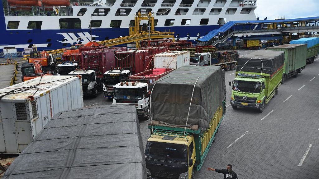 Penyeberangan di Pelabuhan Merak Mulai Ramai