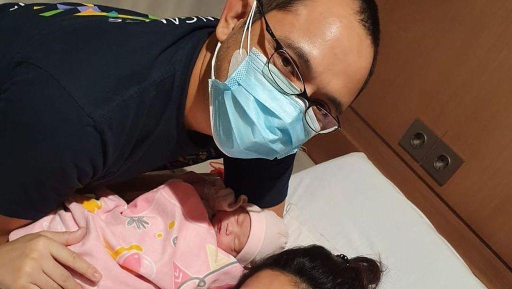 7 Potret Bahagia Cucu Soeharto Danny Rukmana yang Dikaruniai Anak Pertama