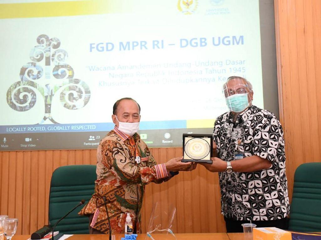 Pimpinan MPR Bahas Amandemen UUD 1945 Bersama Guru Besar UGM