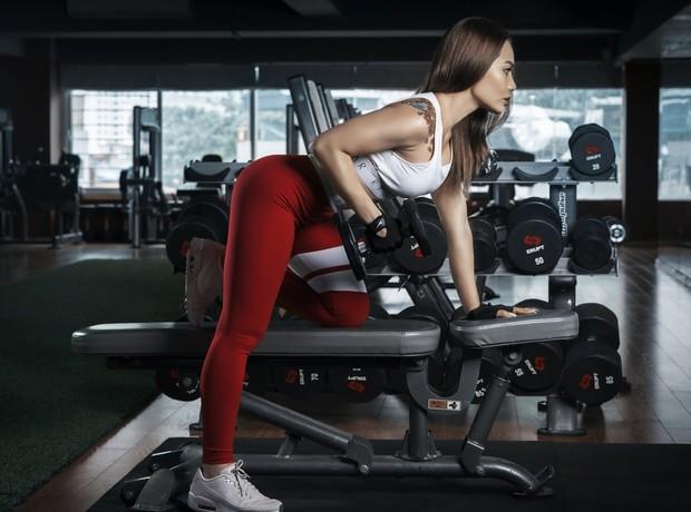Terlalu banyak atau sering berolahraga, terutama olahraga berat, dapat mengganggu ovulasi, yang ujung-ujungnya berdampak pada kesuburan.