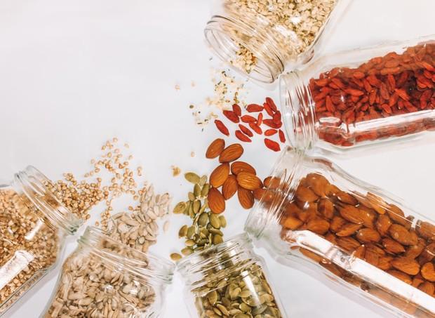 Wanita yang sedang program hamil dianjurkan mulai mengonsumsi vitamin prenatal, mengonsumsi asam folat, dan makanan yang mengandung vitamin B.