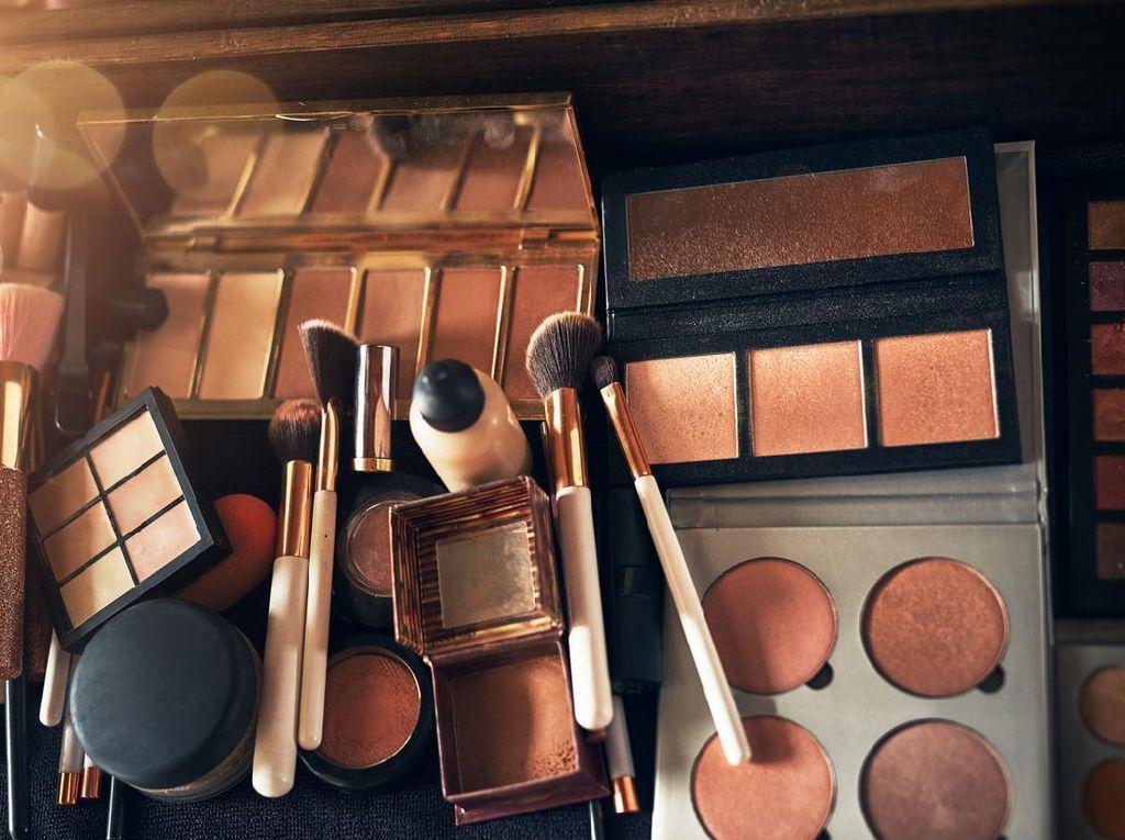 Viral Wanita Pakai Makeup Expired, Wajahnya Berakhir Bengkak dan Bernanah