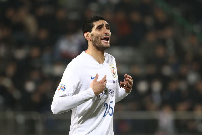 CHANGWON, SOUTH KOREA - MARCH 05: Marouane Fellaini of Shandong Luneng in action during the AFC Champions League Group E match between Gyeongnam and Shandong Luneng at Changwon Football Center on March 05, 2019 in Changwon, South Korea. (Photo by Chung Sung-Jun/Getty Images)