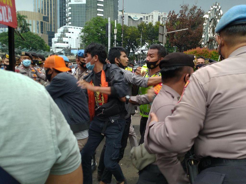 Video Polisi Tahan 67 Pelaku Rusuh Demo UU Cipta Kerja