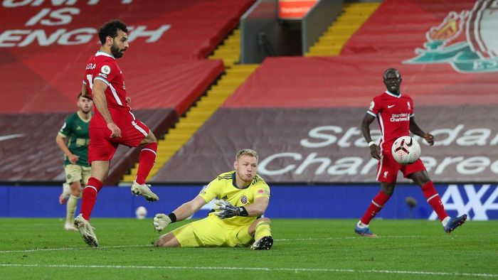 LIVERPOOL, ENGLAND - OCTOBER 24: Mohamed Salah of Liverpool shoots past Aaron Ramsdale of Sheffield United during the Premier League match between Liverpool and Sheffield United at Anfield on October 24, 2020 in Liverpool, England. Sporting stadiums around the UK remain under strict restrictions due to the Coronavirus Pandemic as Government social distancing laws prohibit fans inside venues resulting in games being played behind closed doors. (Photo by Peter Byrne - Pool/Getty Images)