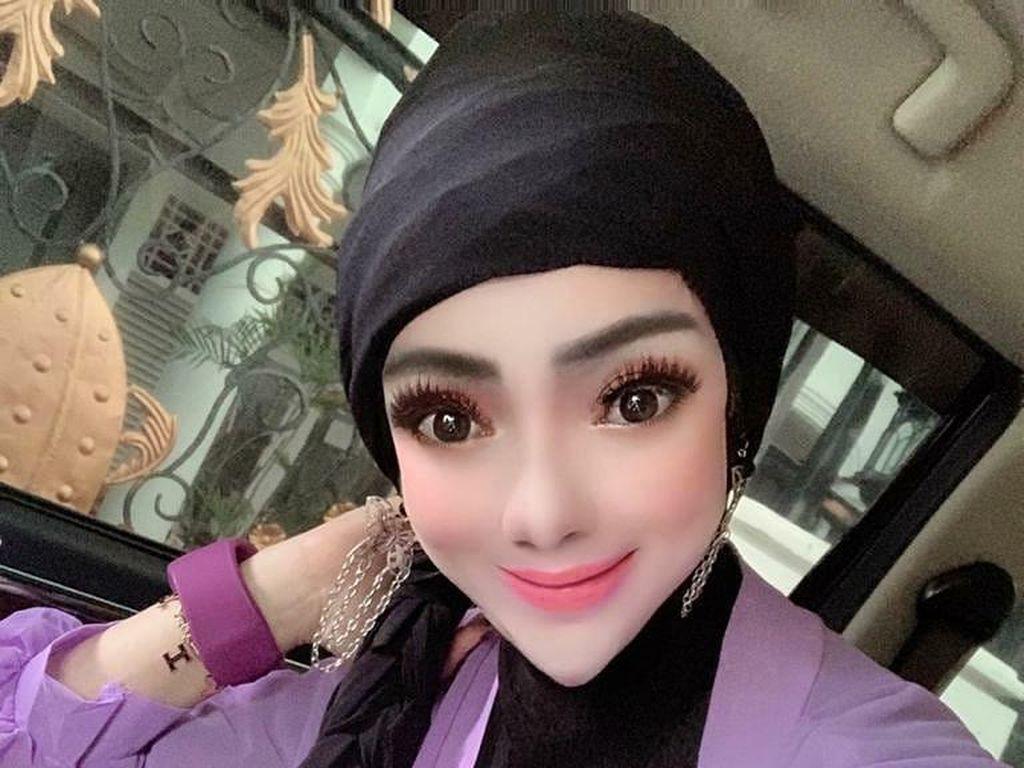 7 Foto Selebgram Hijab Berdagu Lancip yang Kena Julid Netizen