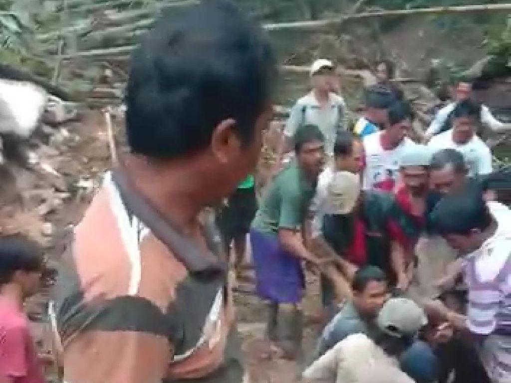 Rumah Ambruk Diterjang Banjir di Pangandaran, Pasangan Lansia Meninggal