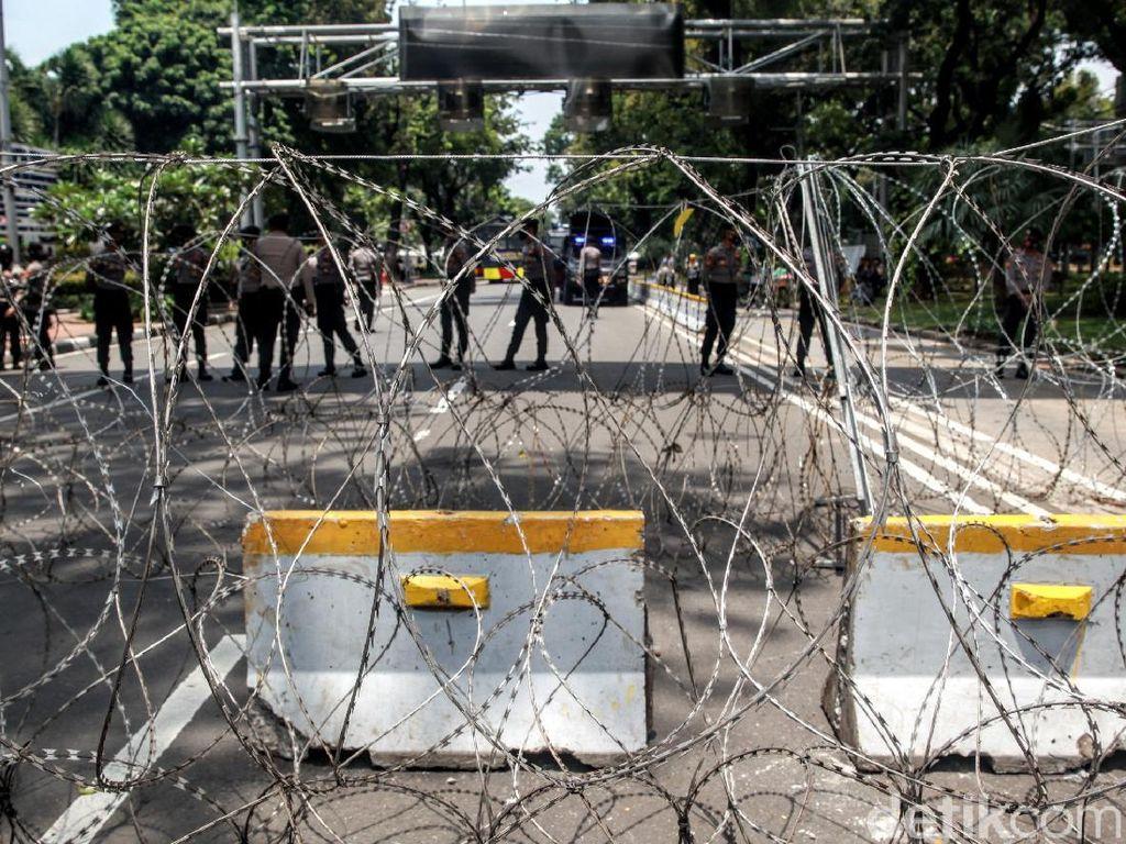 Ada Demo Buruh di Patung Kuda, Lalin Arah Istana Ditutup