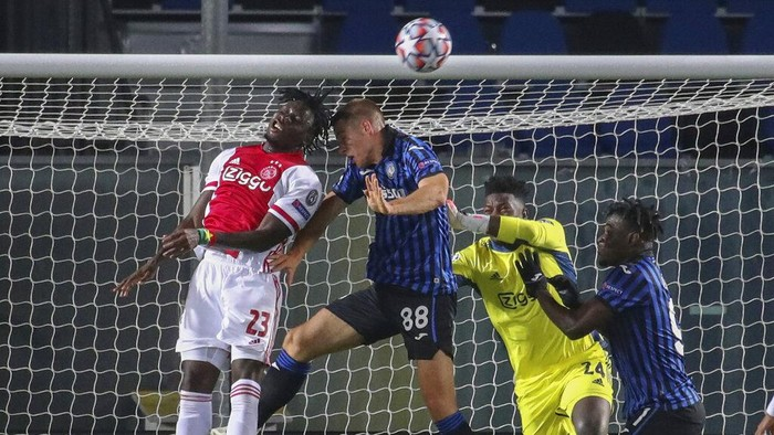 In goal mouth action from left, Mario Pasalic, Lassina Traore and Andre Onana, during their Champions League, group D soccer match between Atalanta and Ajax, at the Gewiss Stadium in Bergamo, Italy, Tuesday, Oct. 27, 2020. (Stefano Nicoli/LaPresse via AP)