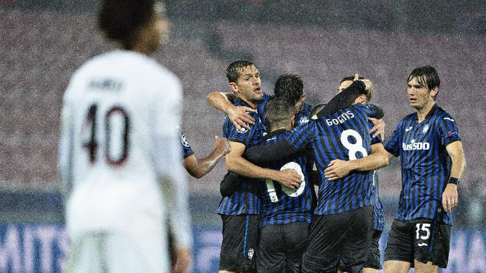Atalantas Alejandro Gomez (10) celebrates with teammates after scoring against FC Midtjylland during a  Champions League group D soccer match FC Midtjylland against Atalanta at MCH Arena in Herning, Denmark, Wednesday, Oct. 21,  2020. (Henning Bagger/Ritzau Scanpix via AP)